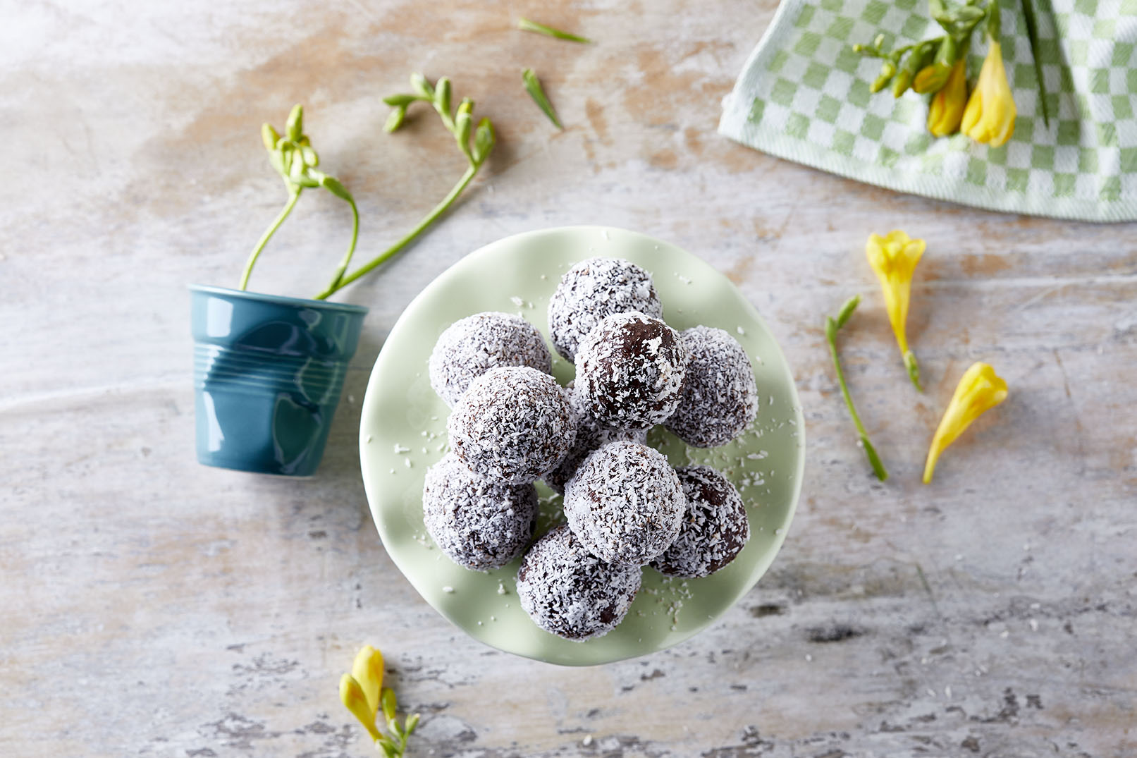 Τρούφες καρύδας με σοκολάτα
